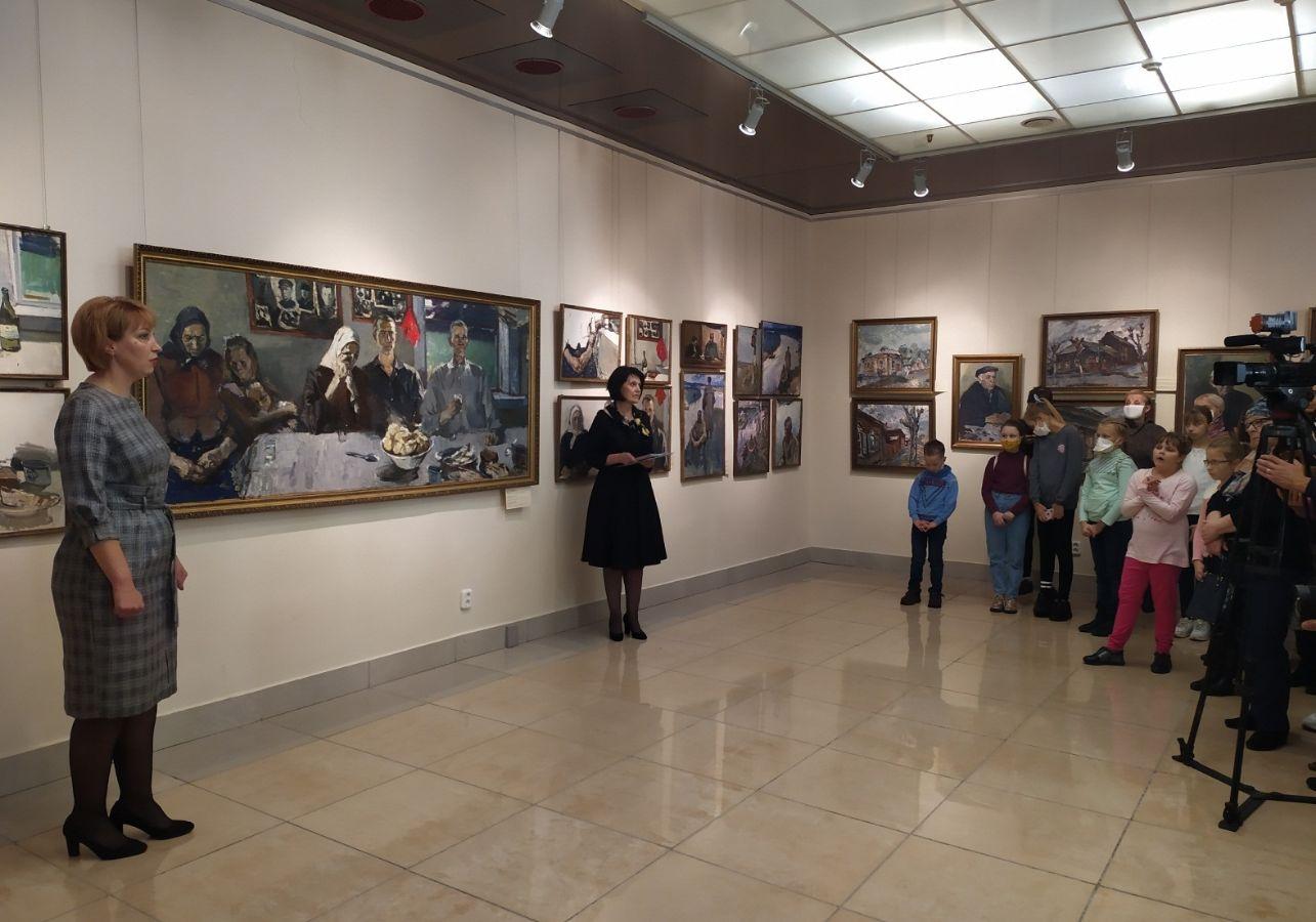 """Выставка """"Открытка ветерану"""""""
